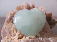 Jade Hart(Plat) edelsteen E0105  4 x 4 cm