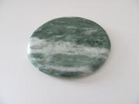 Jade edelsteen middel   plat   per stuk Jade47