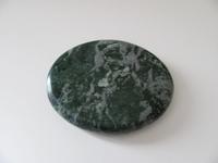 Jade edelsteen middel   plat   per stuk Jade44
