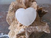Bergkristal Hart (Bol) edelsteen E0102a  4 x 5 cm