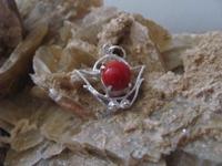 Nr. 22 Koraal edelsteen   met zilveren hanger