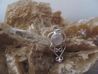 Nr. 35 Rozenkwarts edelsteen | met zilveren hanger  33 mm x 14 mm
